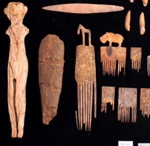 Hierakonpolis tomb assemblage by Luxor Times