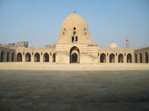 Jeden z najstarszych meczetów w Kairze, meczet Ibn Tuluna. Fot. A. Drozd