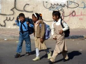 Dzieci egipskie w drodze do szkoły. Źródło: http://fatmaewa.blogspot.com/2009_12_01_archive.html