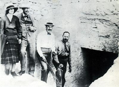 Tut-tomb-entrance-Carnarvon-2
