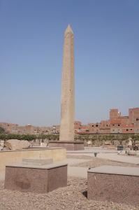 Obelisk Senusereta I - jedyna pozostałość starożytnej świątyni. Fot. NMD