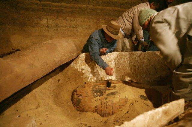 z6263684P,Egipscy-archeolodzy-znalezli-30-mumii-i-co-najmniej