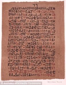 Najdłuższy papirus medyczny to odkryty na nekropoli tebańskiej Papirus Ebersa. Zawiera ponad 800 wskazówek na leczenie chorób oczu oraz problemy trawienne. Aoineko/Wikimedia Commons. Źródło: http://www.dailymail.co.uk/.
