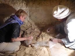 Praca w grobowcu na nekropolii Umm Raqab, el-Sheikh Fadl. Źródło: www.univie.ac.at