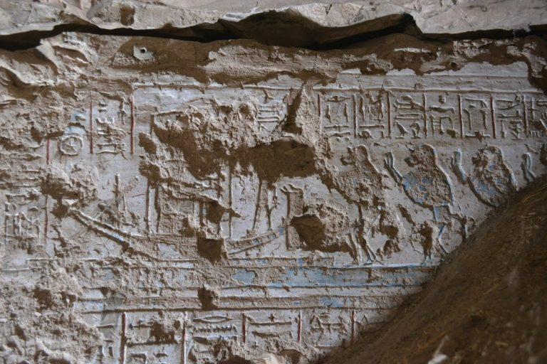 Dekoracja grobowca z przedstawieniem pawianów, foto: Jiro Kondo, źródło: Archaeology
