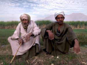 Główny bohater, Faradż Abdelwahid (z lewej). Źródło: www.der.org